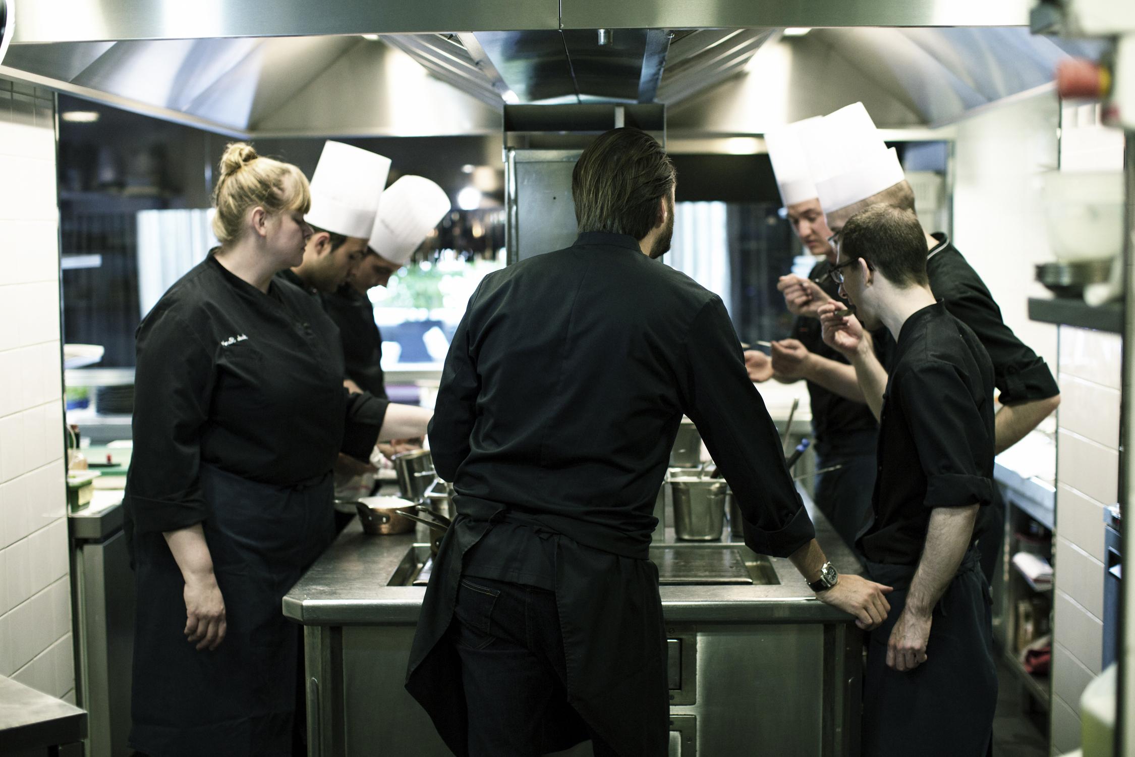 Restaurant le quinzi me cyril lignac recrute directeur - Directeur de restaurant ...