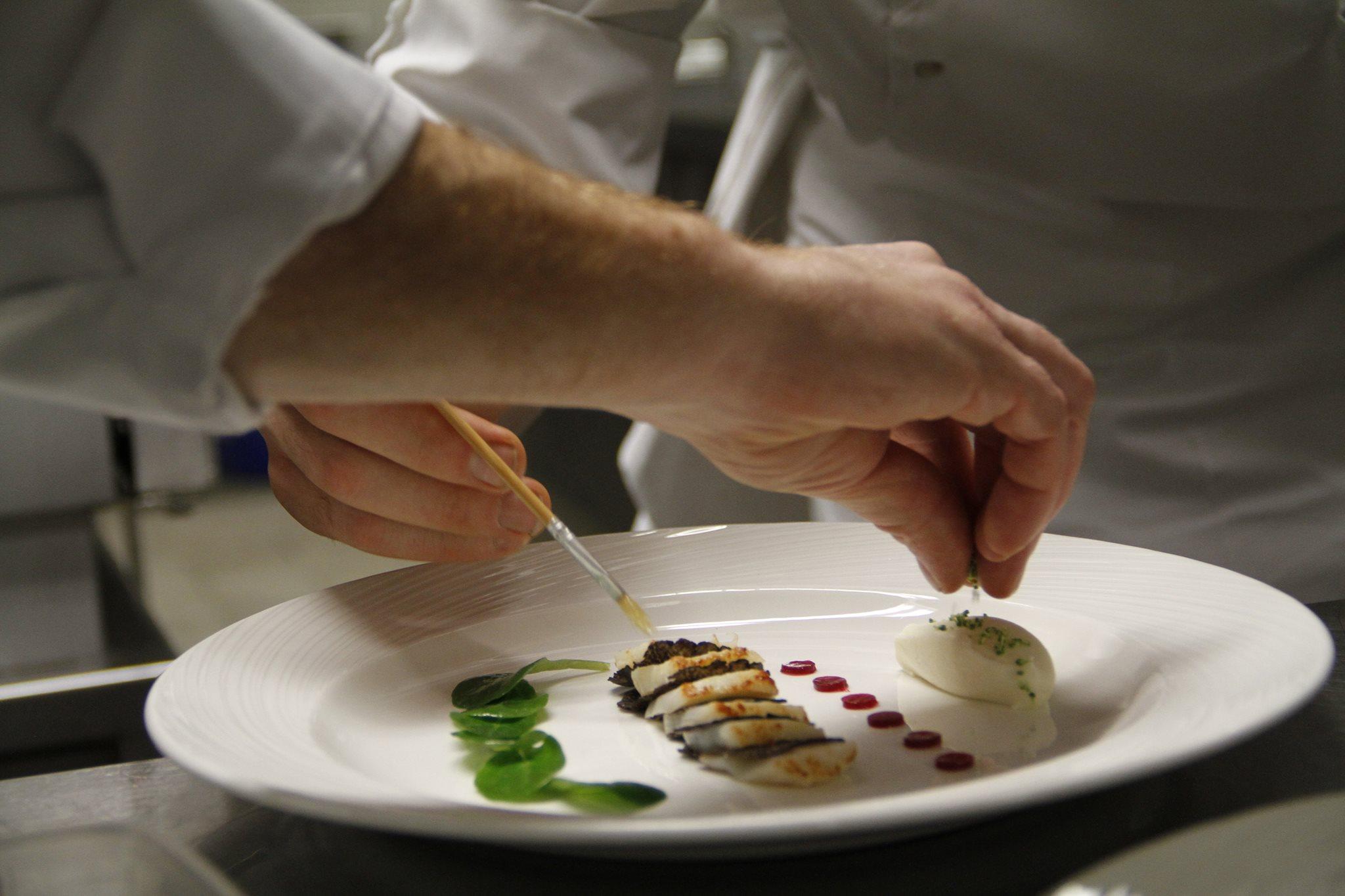H tel royal recrute commis de cuisine d tails de l for Annonce commis de cuisine