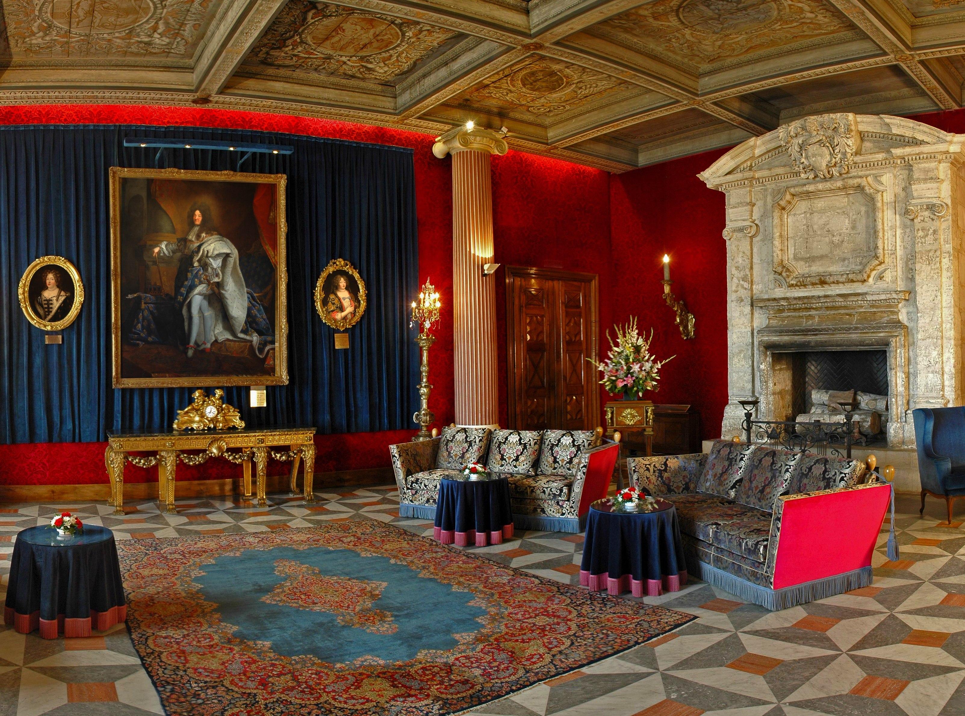 le negresco recrute. Black Bedroom Furniture Sets. Home Design Ideas