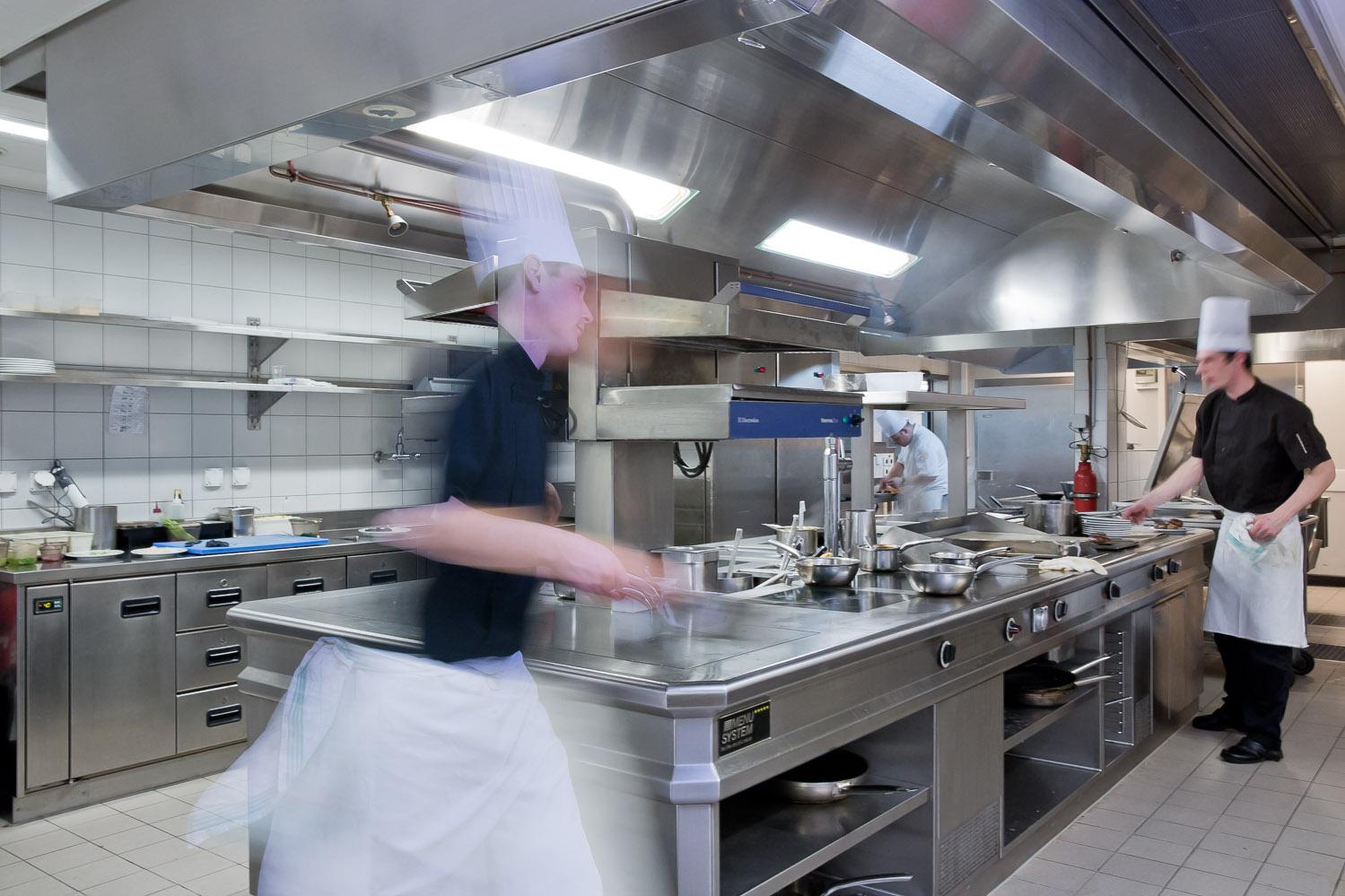 Intercontinental gen ve recrute demi chef de partie for Offre emploi chef gerant restauration collective