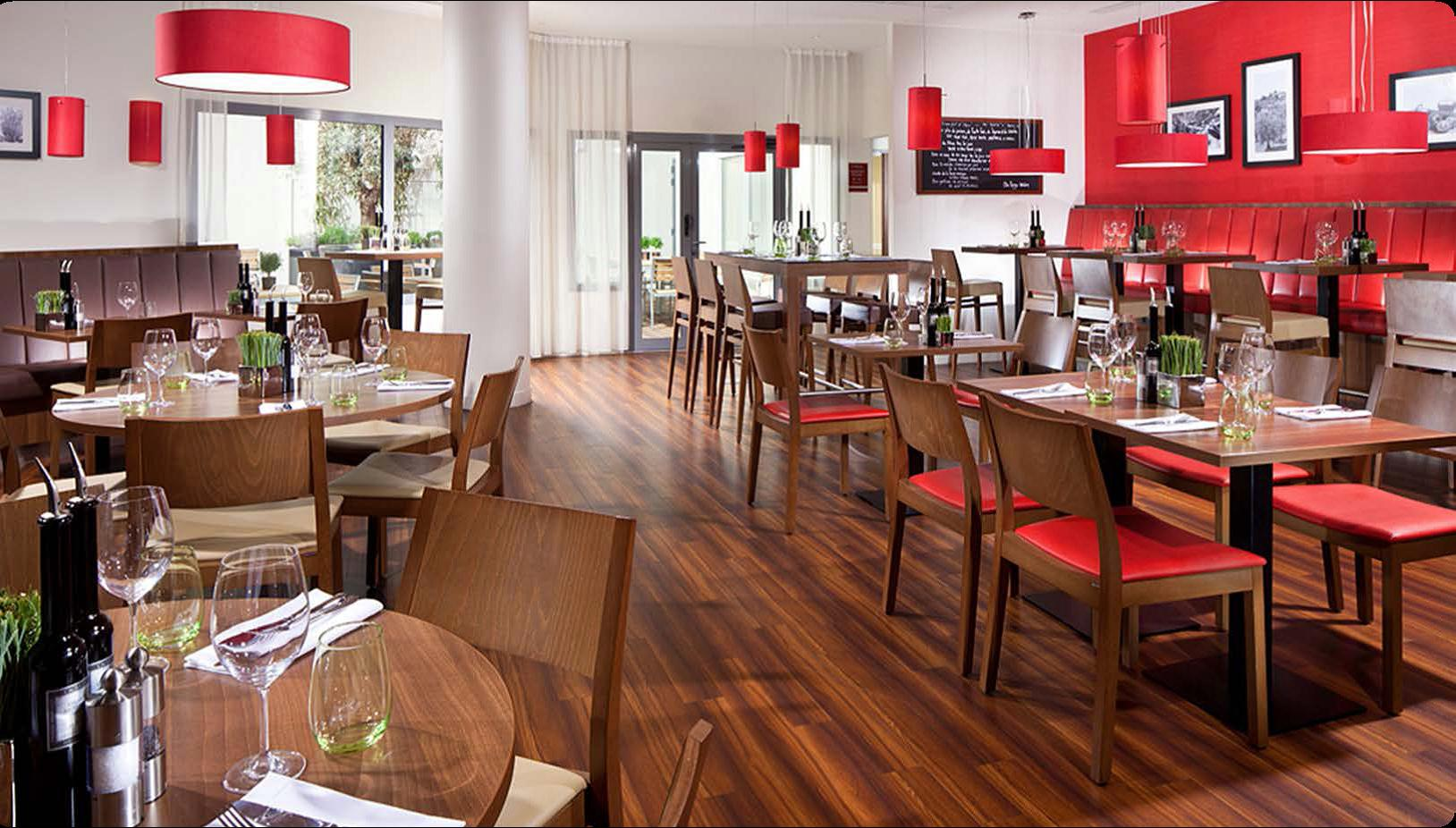 courtyard by marriott paris arcueil recrute commis de