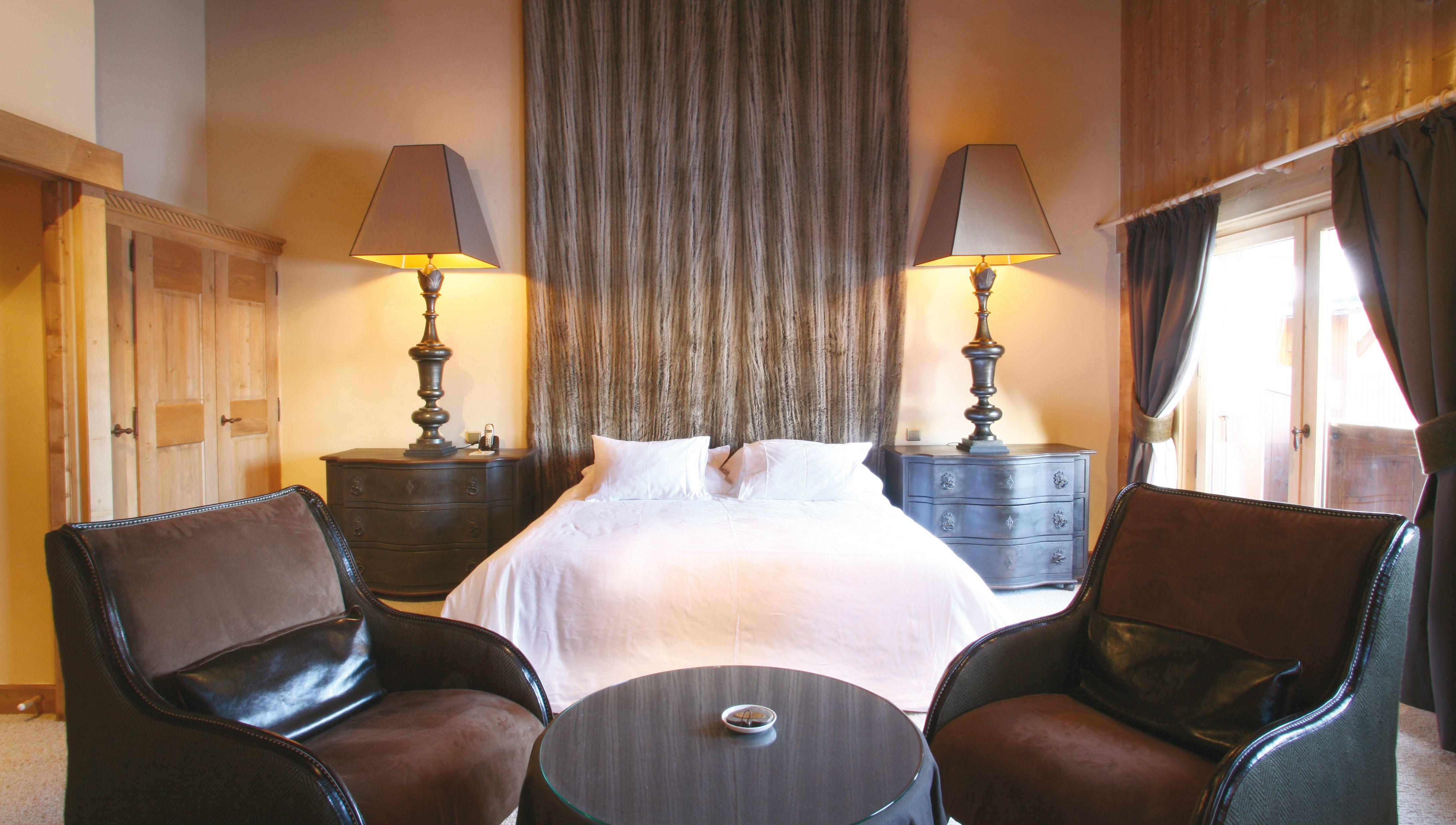 Hotel fer a cheval recrute r ceptionniste d tails de l 39 offre d 39 emploi ou de stage en - Offre d emploi chambre des metiers ...