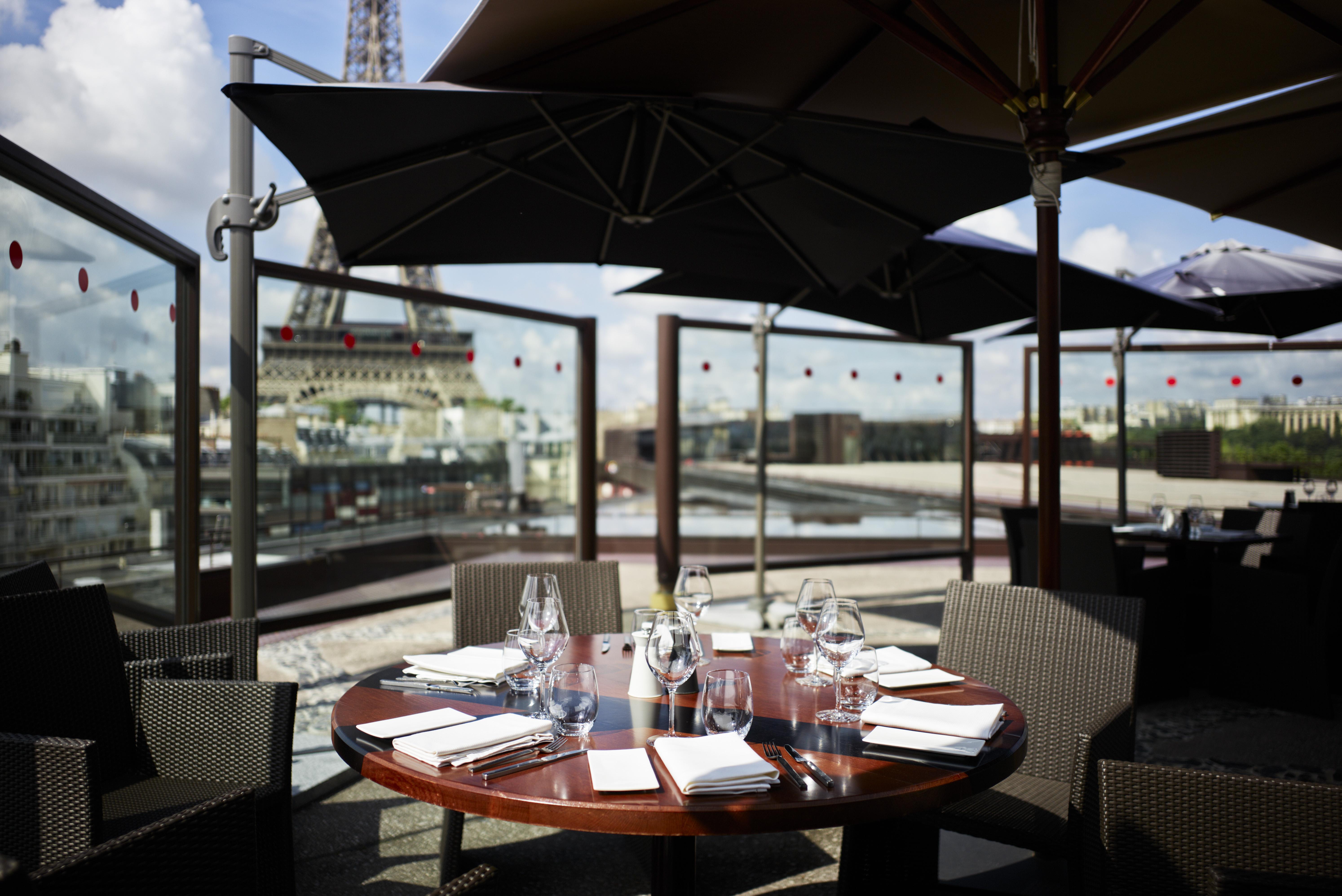 Restaurant les ombres recrute chef de partie p tisserie for Restaurants paris avec terrasse ou jardin