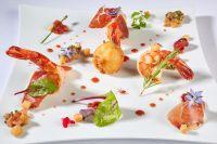 Beignet de Tomate Farcie à la Ricotta, Crevette Tigrée et Jambon Ibérique Bellota, Vinaigre de Tomate - Romain Gondras