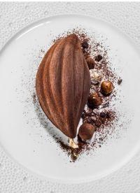 chocolat »nyangbo »fine fève de cacao brossée et son sorbet, émulsion chocolat, noisettes du Piémont caramélisées